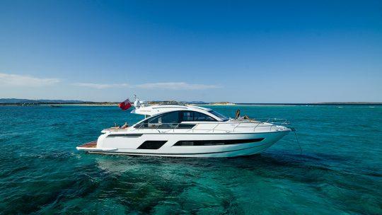 Экстерьер открытой моторной яхты Targa 53 Open