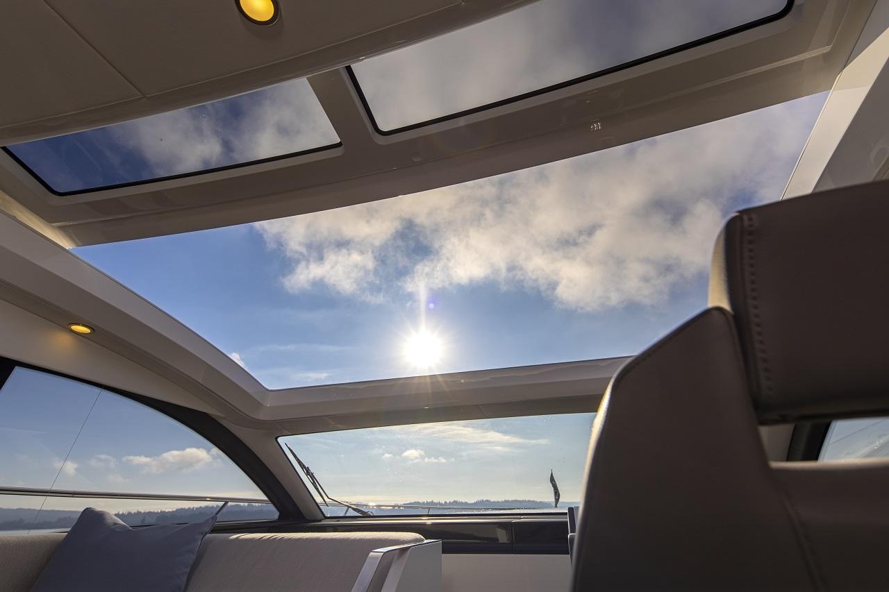 Targa 45 GT | Остеклённый панорамный люк.