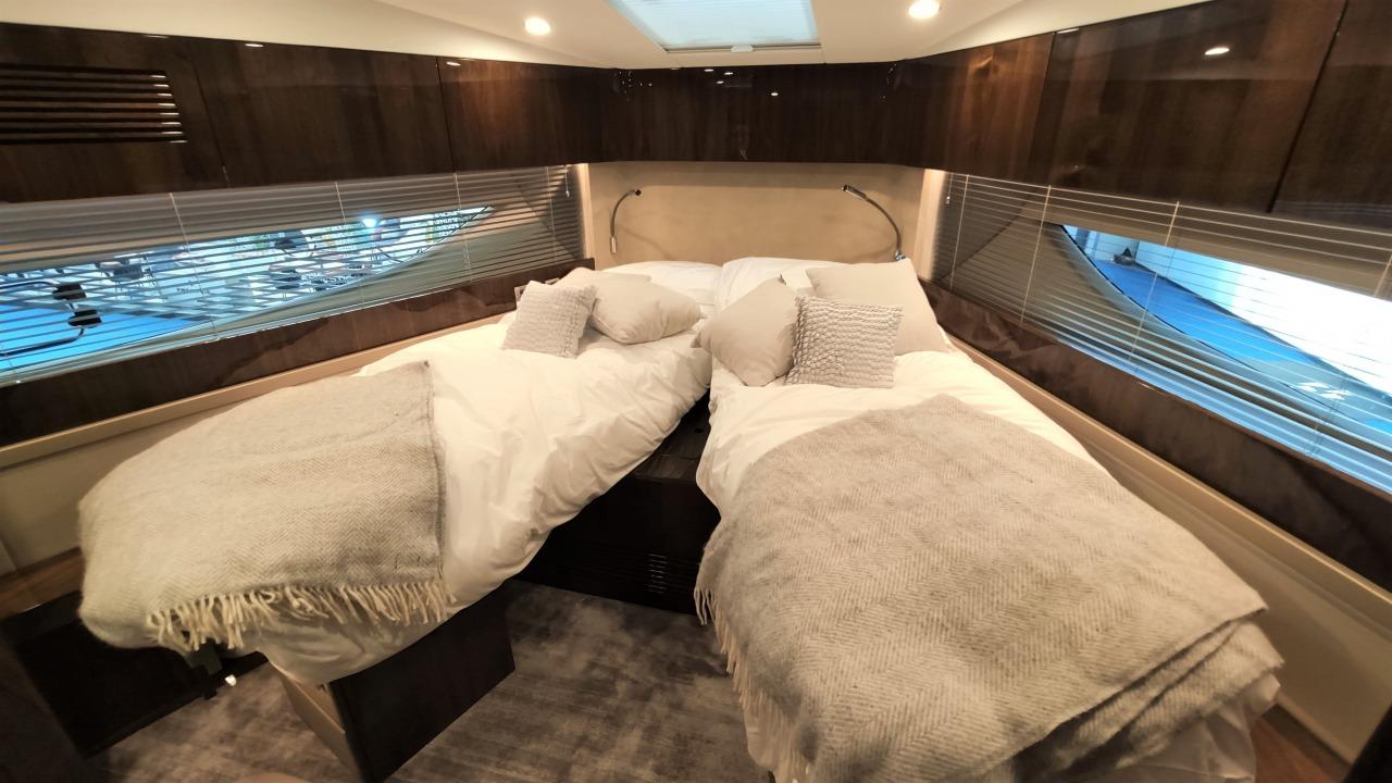 Targa 45 GT (501)   V-образная кровать в носовой каюте